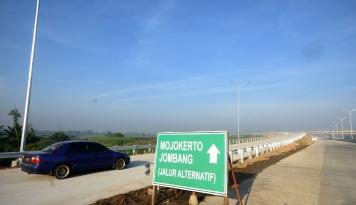 Foto Tol Darurat Brebes-Grinsing Dinilai Sangat Bantu Arus Mudik