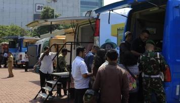 Foto Jelang Lebaran, Warga Medan Ramaikan Penukaran Uang Baru