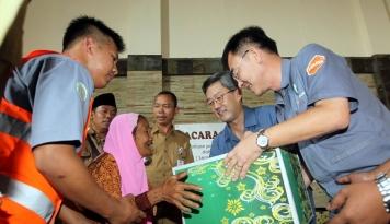 Foto Hankook Tire Berikan Bantuan Bahan Pangan dan Kebutuhan Pokok pada Masyarakat