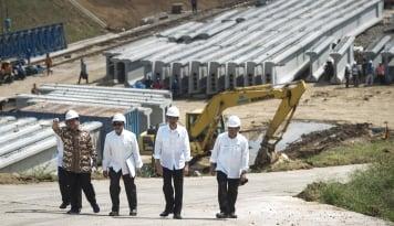 Foto Presiden Jokowi Tinjau Pembangunan Tol Bocimi