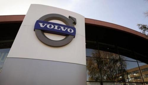 Foto Volvo Stop Produksi Mesin Diesel, Gara-gara Tesla?
