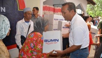 Foto RNI Bagikan 3.000 Paket Sembako untuk Warga di Sekitar Pabrik Gula