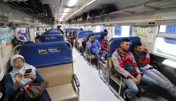 Foto Sering Naik Kereta api, Kamu Tipe Penumpang yang Mana?