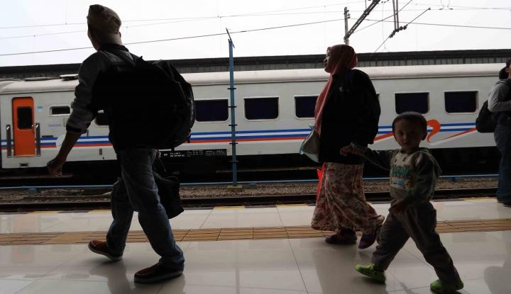 Rogoh Kocek Rp900 Ribu, Tidur Lelap di Kereta - Warta Ekonomi