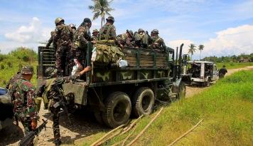 Foto Tentara Filipina Bentrok dengan Militan Pro ISIS