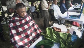 Foto Hari Lebaran, Tukang Cukur dan Cuci Mobil Panen