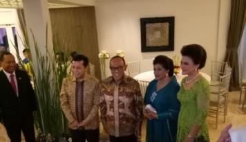 Foto Open House, ARB Sambangi Rumah Dinas Setya Novanto