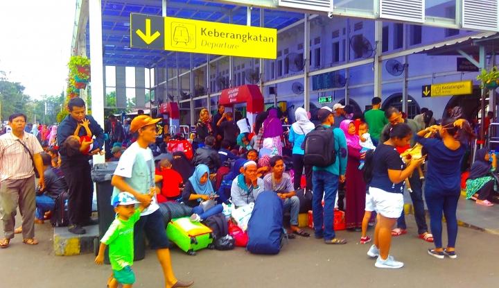 Foto Berita Wah, Tiket Mudik H-3 dari Gambir dan Pasar Senen Ludes