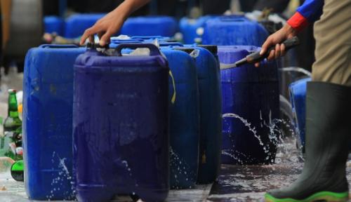 Foto Polisi Sita Ribuan Botol Miras Berbagai Merk