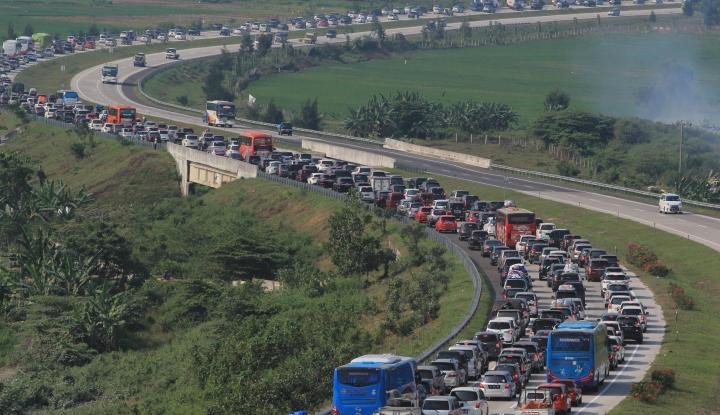Foto Berita Urai Kepadatan di Rest Area Km 39, JSMR Berlakukan Contraflow