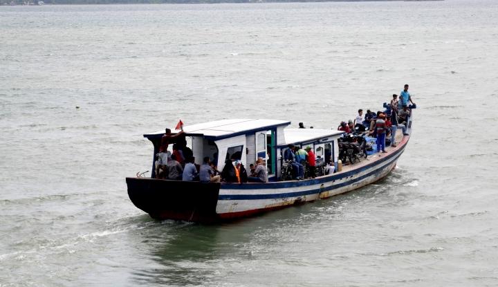 Foto Berita Kapal Filipina Terombang-ambing, Basarnas Turun Tangan