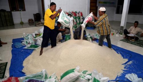 Foto Di Medan, Harga Beras Naik Hingga Rp11.000/liter