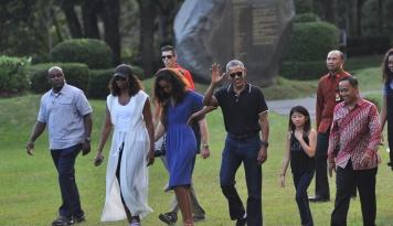 Foto Ketika Obama Makan Sambal Terong di Yogyakarta