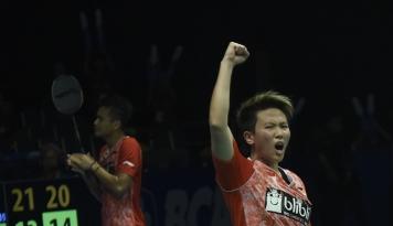 Foto Owi/Butet Kalahkan Pasangan Malaysia Dua Set Langsung di China Open