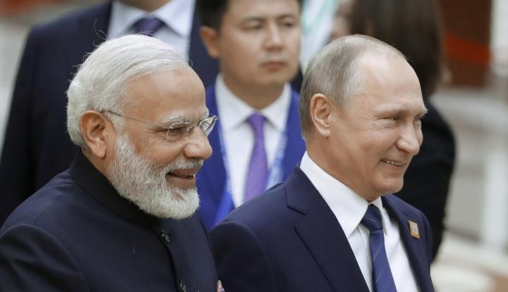 Foto Berita Pertama Kali Injakkan Kaki di Singapura, Apa Dampak Kehadiran Putin bagi ASEAN?