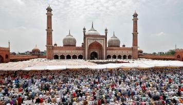 Doa Bersama 25 Ribu Orang Bangladesh Minta Keselamatan dari Virus Corona Dikecam