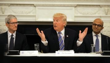 Foto Curahan Hati CEO Apple ke Donald Trump