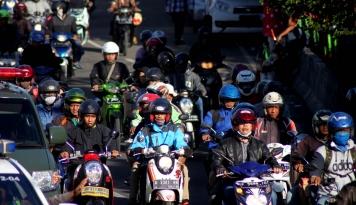 Foto Polisi Tutup Jalur Puncak-Cipanas dari Arah Cianjur