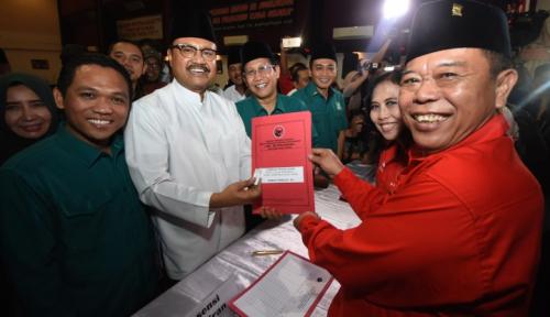 Foto Relawan Jokowi Ikrar Menangkan Gus Ipul-Puti