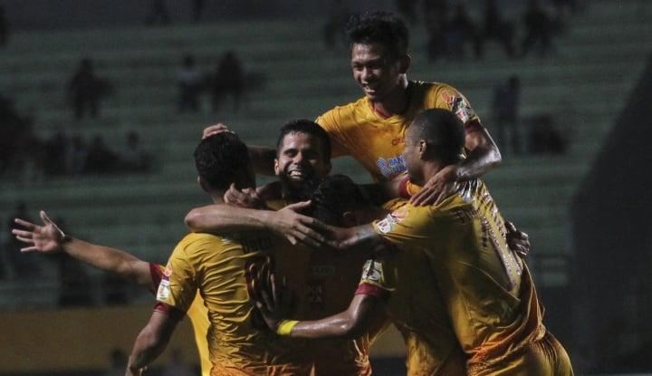 Foto Berita Taklukkan PSMS, Sriwijaya Puncaki Grup A Piala Presiden