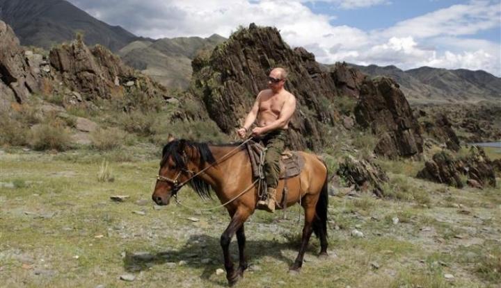 Foto Berita Vladimir Putin, Presiden Rusia yang Hobi Telanjang