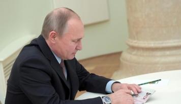Foto Menlu Belanda Akui Berbohong Soal Pertemuan dengan Putin di 2006