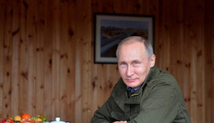 Foto Berita Putin Senang Timnas Rusia Kian Moncer