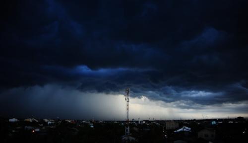 Foto BMKG: Waspadai Anomali Cuaca Seminggu ke Depan
