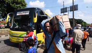 Foto Bus AKAP Masih Beroperasi, Organda Teriak: Luhut Menyuruh Orang Bunuh Diri?