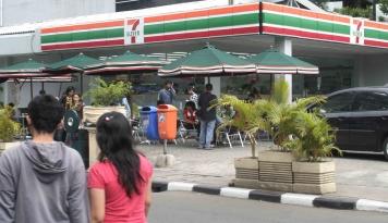 Foto Beratnya Syarat dari Seven Eleven Inc, Buat Sevel Tutup