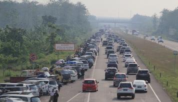 Foto Catat! H+4 Jadi Puncak Kepadatan Kendaraan di Cikopo