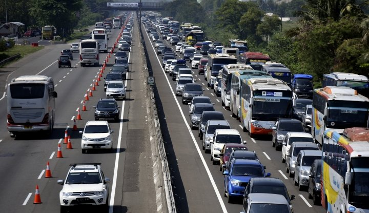 hari ini 82.000 kendaraan bakal lewati tol jakarta-cikampek