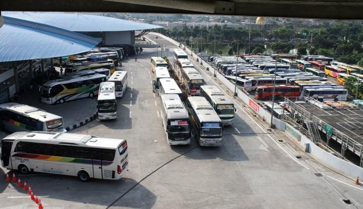 Foto Berita Bukan ke Jakarta, Penumpang di Terminal Pulogebang Mayoritas Tujuan Jabar