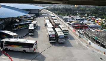 Foto Bukan ke Jakarta, Penumpang di Terminal Pulogebang Mayoritas Tujuan Jabar