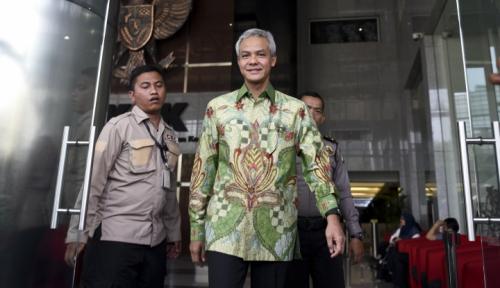 Foto 60,9 Persen Warga Jateng Percaya Ganjar Terlibat Korupsi e-KTP