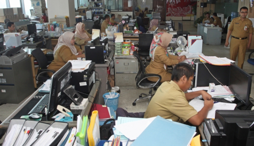 Foto Pemkot Cirebon Gunakan Sisa APBD untuk Bayar THR PNS