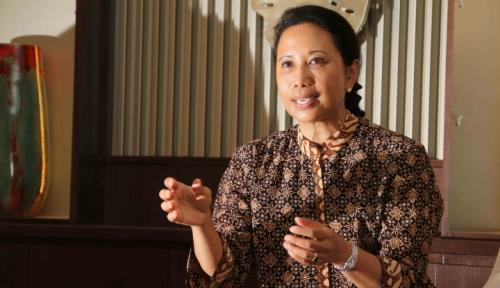 Foto Menteri Rini Copot Direktur Utama Perum Perindo