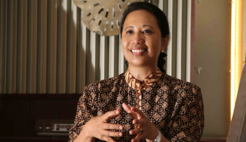 Foto Menteri Rini Tandatangani Akta Pengalihan Saham 3 BUMN Tambang