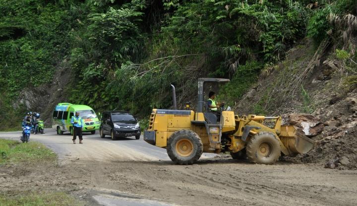 Foto Berita Longsor Akibatkan Jalan Poros Palu-Kulawi Putus Total