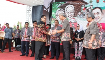 Foto Menkop UKM Apresiasi Harkopnas 2017 di Semarang