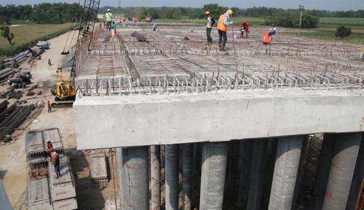 Foto Berita April, Pengerjaan Jalan Tol Padang-Pekanbaru Dimulai