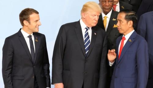 Foto Macron Sebut Pajak Transaksi Keuangan Eropa Harus Masuk Akal