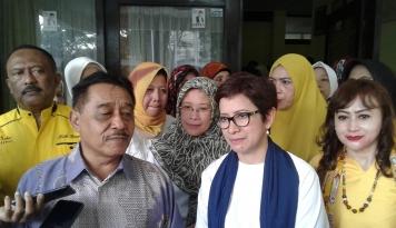 Foto Nurul Arifin Serahkan Berkas Cawalkot, Deden: Golkar Bandung Tetap Solid
