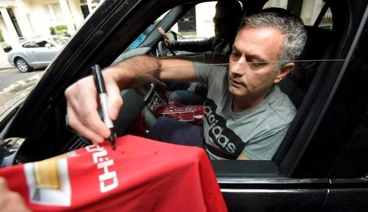 Foto Mourinho Bakal Lampaui Fergie, Emang Bisa??