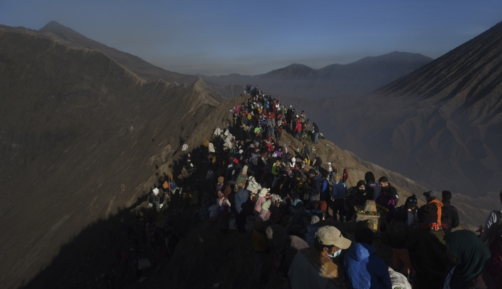 Foto Berita Kebakaran Hutan, Jalur ke Gunung Bromo Dialihkan ke Pasuruan