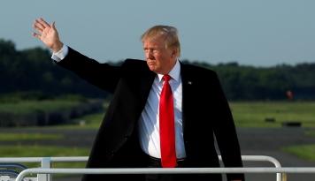 Foto Dollar Melemah Karena Langkah Presiden Trump