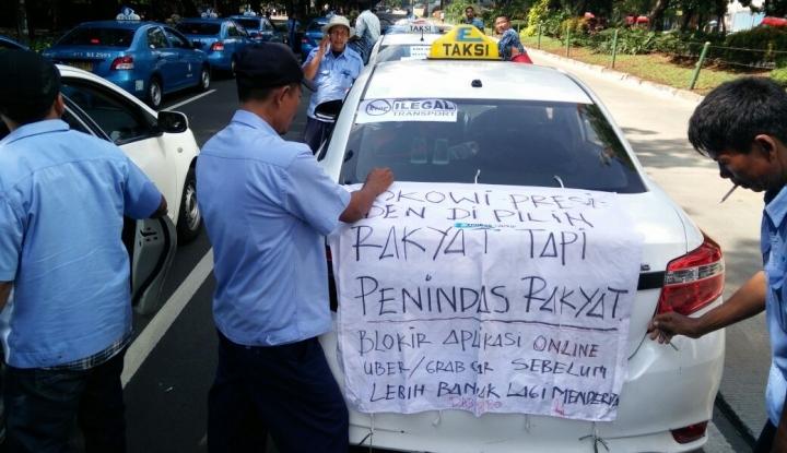 Foto Lagi, Supir Taksi Pekanbaru Demo Tolak Angkutan Daring