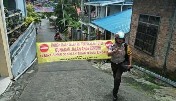 Foto Kisruh PPDB Online, Warga Segel Jalan Masuk SMPN 3 Balikpapan