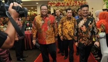 Foto Novanto Tersangka, Gubernur Sulsel Incar Jabatan Ketum Golkar
