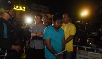 Foto Polisi Bawa Pengeroyok Hermansyah Cari 'Barbuk' di Cibubur